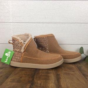 Sanuk Women's Boots Size 8